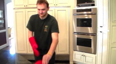 Don't Get Burned! Cool Silicone Oven Mitts